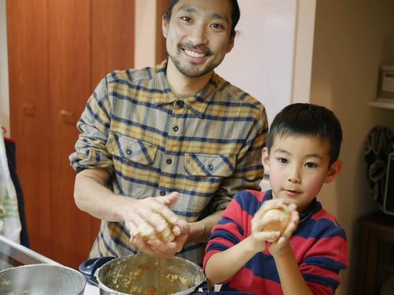子供と一緒に手作り味噌体験しました(パルシステムさんの手作り味噌キッド)