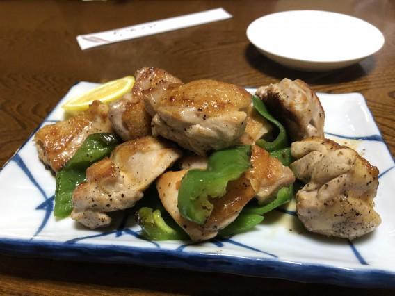 厚さ6㎝の鉄板を使った料理が評判の「鳥」さんのご紹介
